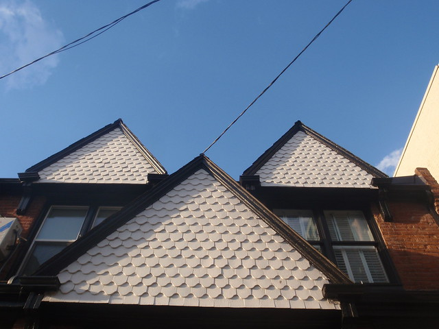 Fishscale shingles victorian house in yorkville for Victorian shingles