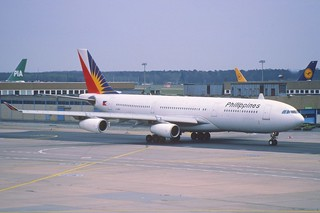 18ey - Philippines Airbus A340-211; F-OHPI@FRA;01.04.1998