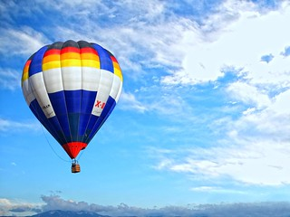 (hot-air) Balloon in the blue sky