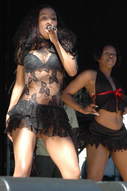 Kelly Khumalo Flashing-2952