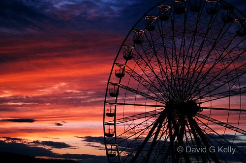 carnival blue ireland light sunset sky water wheel silhouette night clouds digital canon 350d evening noche big twilight ride dusk competition fair ferris irishindependent independent farewell winner noite ferriswheel bigwheel wicklow funfair canoneos350d indo notte bray dublino irlanda irlande peopleschoice dublín supershot 1855lens supershots superhearts unseenireland davegkelly