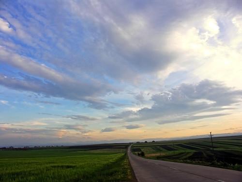 sunset sky beautiful clouds landscape europa europe gorgeous romania moldova lucian roumanie bucovina rumänien suceava bukowina bucovine travellerinastillexistingworld voyageurdansunmondequiexisteencore viajeroporunmundoqueaúnexiste călătorîntrolumecaremaiexistă vándoregyméglétezôvilágban