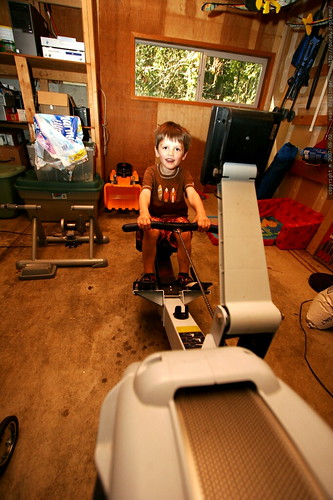 nick working out on the rowing machine    MG 3755