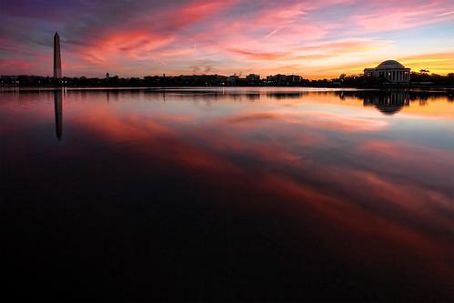 reflection water sunrise washingtondc washingtonmonument jeffersonmemorial themall tidalbasin colorswashingtondc