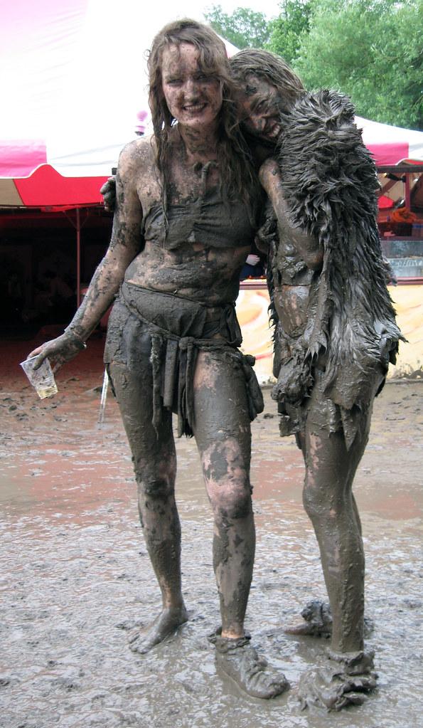Muddy girls (dirty girls) at Glastonbury 2007 | Not sure