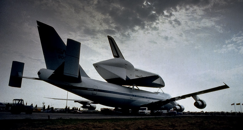space shuttle landing at stansted - photo #42