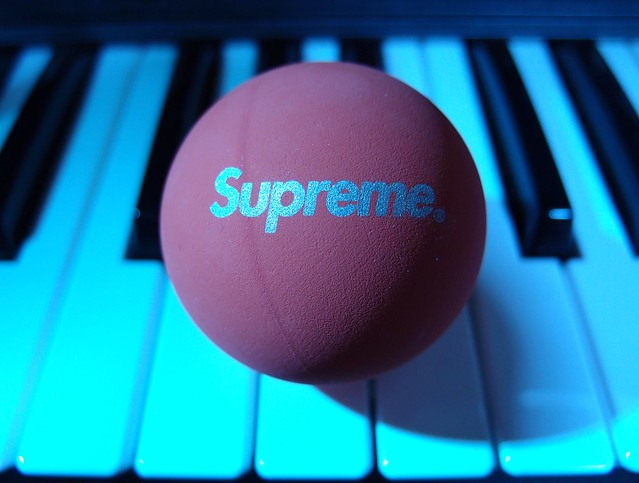 Photo:Supreme × SkyBounce By Yohei Yamashita