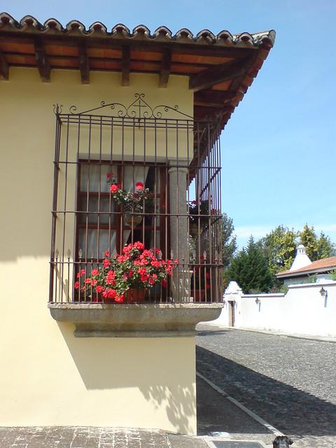 Flickriver photoset 39 puertas y ventanas 39 by robertourrea for Puerta blindada antigua casa gutierrez
