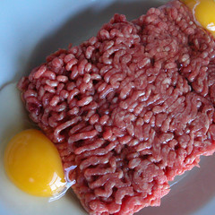 salt-cured meat(0.0), kobe beef(0.0), produce(0.0), organ(0.0), red meat(1.0), horse meat(1.0), steak tartare(1.0), food(1.0), dish(1.0), cuisine(1.0),