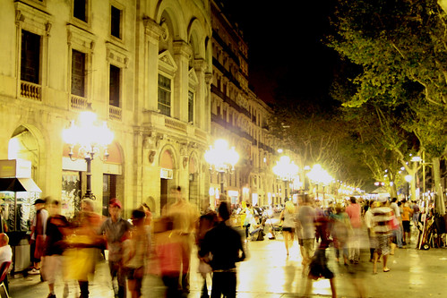 Las ramblas by night: passants