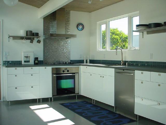 Kitchen ikea akurum abstrakt white cabinets with korrekt for Abstrakt kitchen cabinets