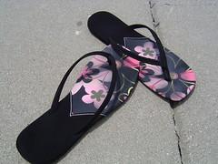 outdoor shoe(0.0), purple(0.0), shoe(0.0), limb(0.0), leg(0.0), footwear(1.0), sandal(1.0), flip-flops(1.0), pink(1.0),