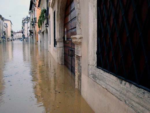 Vicenza flooding Nov. 1, 2010 | Street flooding in the ...