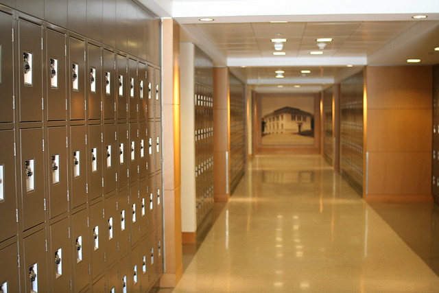 how to draw a hallway with lockers