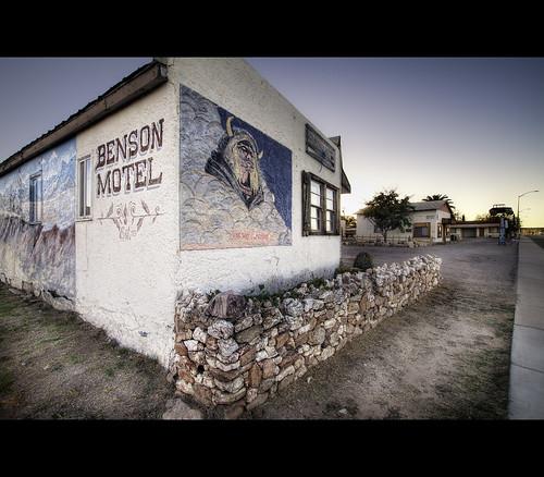 road arizona architecture canon 1930s twilight automobile sigma motel landmark nik roadside 1020mm benson hdr f35 motorlodge photomatix tonemapping t1i motoristshotel