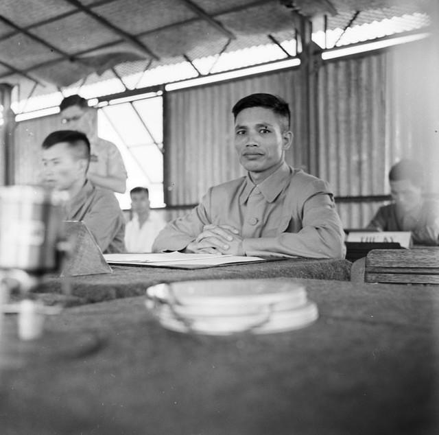 Le général Van Tien Dung, chef de la délégation de l'APVN (Armée Populaire du Viêtnam), lors de la conférence de Trung Gia (Tonkin)