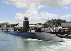 PEARL HARBOR (Feb. 24, 2011) Los Angeles-class fast attack submarine USS Santa Fe (SSN 763) departs Joint Base Pearl Harbor-Hickam for a regularly scheduled six-month deployment to the Western Pacific region. (U.S. Navy photo by Mass Communication Specialist 2nd Class Ronald Gutridge)