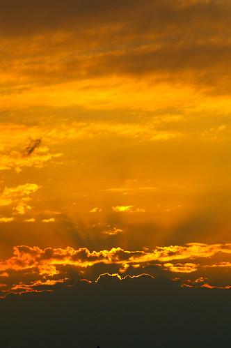 sunset sun yellow gold golden glow sonnenuntergang bright wolken gelb sonne shining 2007 249 clods leuchten jul18