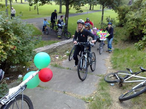 10 Greener Leith Cyclists set off for Portobello.