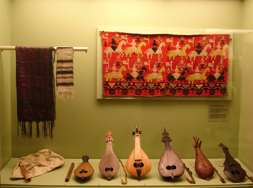 Cretan musical instruments