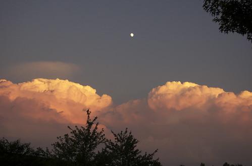 clouds dusk suneater orangeclouds apocalypticlouds