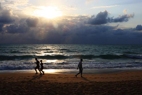 beach people silhouettes men women sand waves ocean clouds sky sun maceio al brasil feed explore explore28sep2007 topf25 challengeyouwinner maceió alagoas playa praia brazil topv999 topv1111