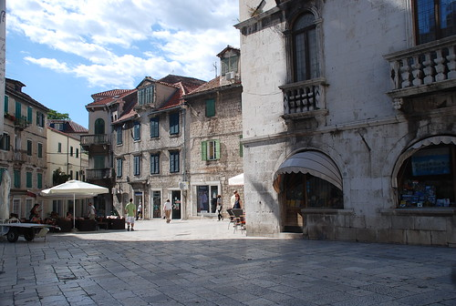 Square of the Radic Brothers, Split