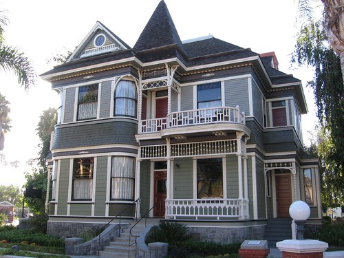 Heritage square in oxnard tacos y palabras - Victorian house paint colors exterior gallery ...