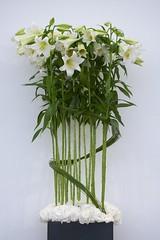 flower arranging(1.0), flowerpot(1.0), cut flowers(1.0), flower(1.0), yellow(1.0), artificial flower(1.0), floral design(1.0), flower bouquet(1.0), floristry(1.0), plant stem(1.0),