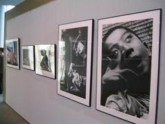 水俁博物館內陳列的汞中毒受害者照片(攝影:Puangthao)