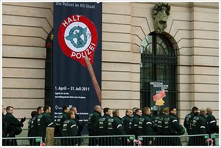 Halt -Nazi- Polizei