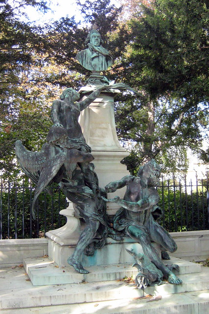 Paris luxembourg quarter jardin du luxembourg for Au jardin du luxembourg