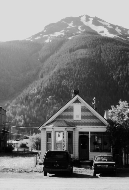 House With Two Cars, Silverton