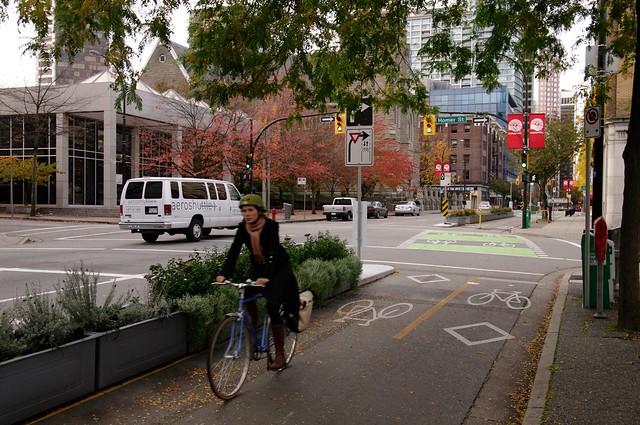 Защищенная велодорожка в Ванкувере