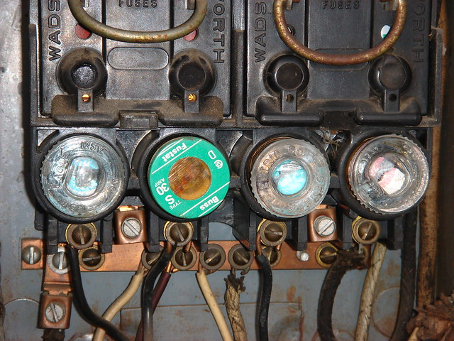 749446357_cbbe7a3b35_z lights dim when blow dryer is turned on straight dope message board old fuse box parts at mifinder.co