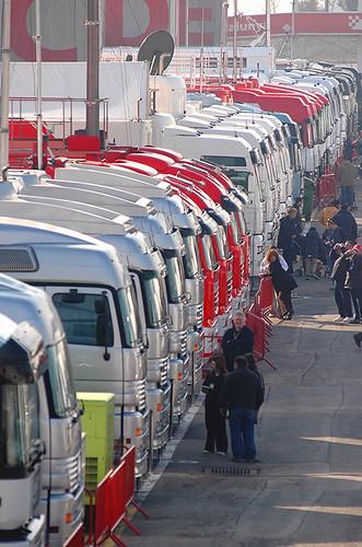 Camiones transporte bonficación hilera