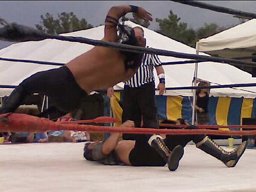 smack down | Backyard wrestling at the Illinois State Fair ...