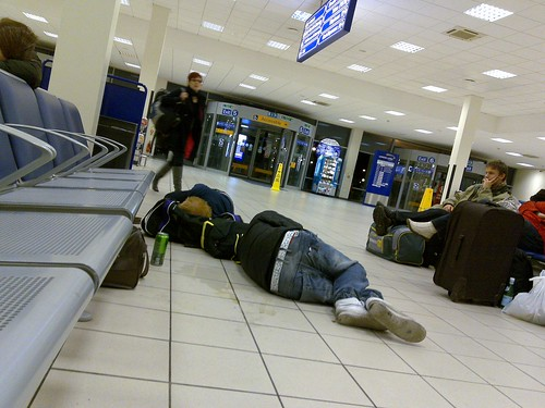 people sleeping on floor luton airport 06-02-2010