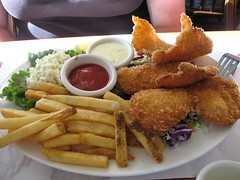 hors d'oeuvre(0.0), fried prawn(0.0), meal(1.0), lunch(1.0), frying(1.0), deep frying(1.0), fish and chips(1.0), fried food(1.0), fish(1.0), chicken fingers(1.0), french fries(1.0), food(1.0), dish(1.0), cuisine(1.0), fast food(1.0),