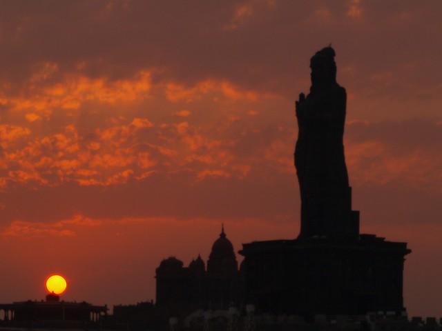 P4036925 Thiruvalluvar tiene una altura de 30 m