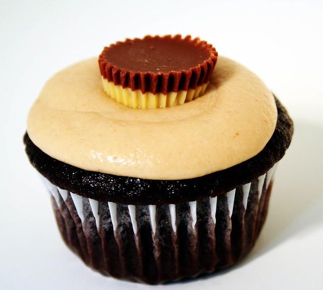 hunka hunka cupcake love | Flickr - Photo Sharing!