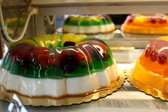 meal(0.0), cake(0.0), baking(0.0), petit four(0.0), baked goods(0.0), produce(0.0), icing(0.0), danish pastry(0.0), sweetness(1.0), gelatin dessert(1.0), food(1.0), dish(1.0), pã¢tisserie(1.0),