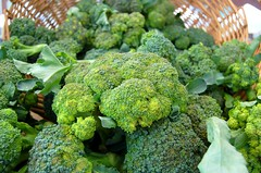 rapini(0.0), broccoli(1.0), vegetable(1.0), cruciferous vegetables(1.0), produce(1.0), food(1.0), broccoflower(1.0),