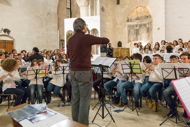 Conversano- gli alunni della carelli forlaji in concerto in catedrale (4)