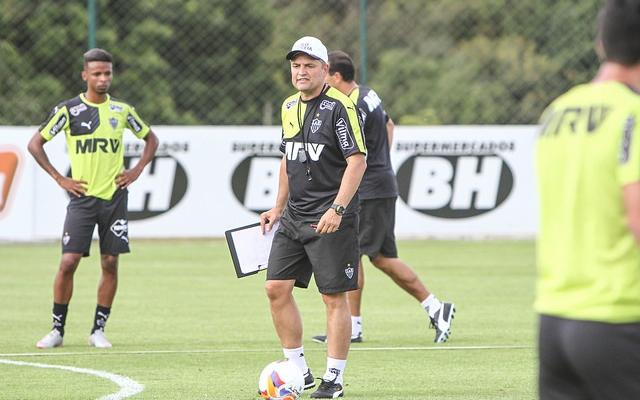 Aguirre vibra por contar com Pratto na Libertadores