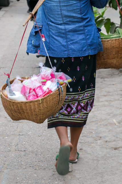 "Woman wearing traditional skirt ""Sinh"", Luang Prabang, Laos ルアンパバーン、民族衣装シンを着た女性"