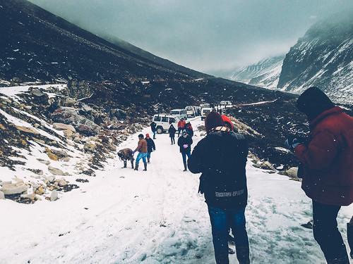 road people india snow playing mountains fun vehicles enjoy enjoying himalayas sikkim iphone lachung