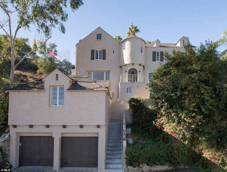 Дом с гаражом на две машины в Голливуде