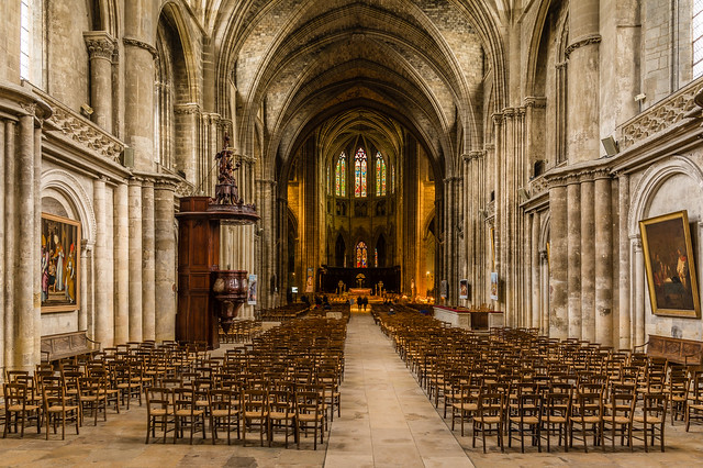 Interior view of the Saint andre cathedral, Bordeaux.