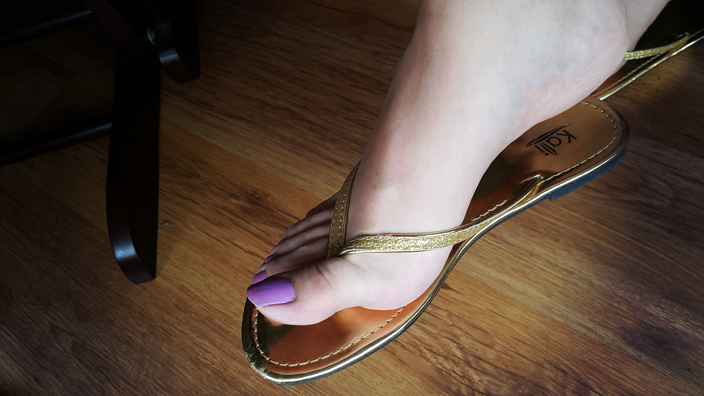 For that pantyhose and flip flops fetish join